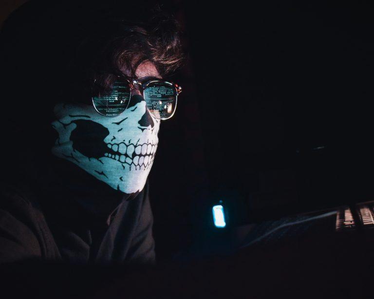 Angreifer Hacker
